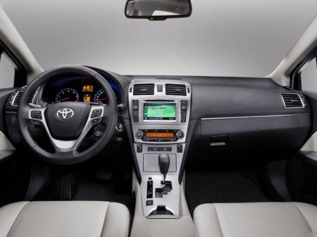 Toyota Avensis 2012 салон